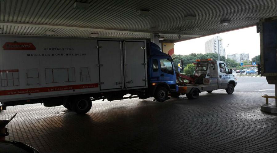 Эвакуация авто с заблокированным рулем