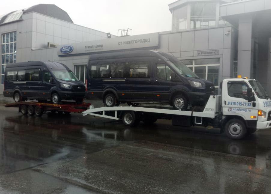 Перевозим два длинных микроавтобуса