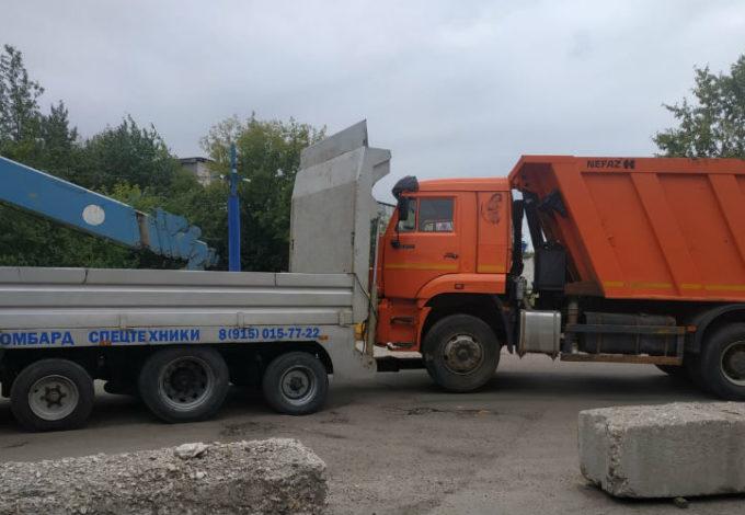 Перевозка грузовика манипулятором