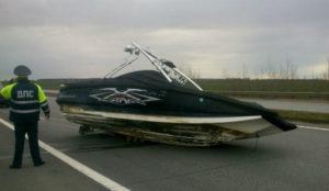 Повреждения катера при перевозке
